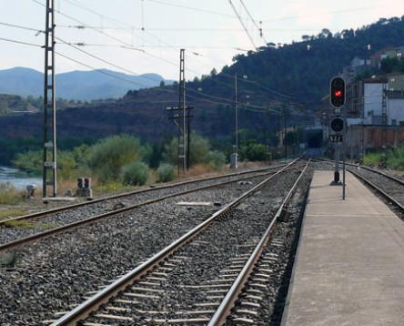 Imatge de la noticia El Consell Comarcal reclama que es garanteix la seguretat de la línia ferroviària R-15 després del darrer descarrilament d'un tren a Ascó