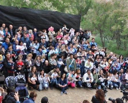 Imatge de la noticia Cigonyes i nadons nascuts al 2015 a la Ribera, protagonistes de la XIV Festa de la Cigonya a la Reserva de Sebes