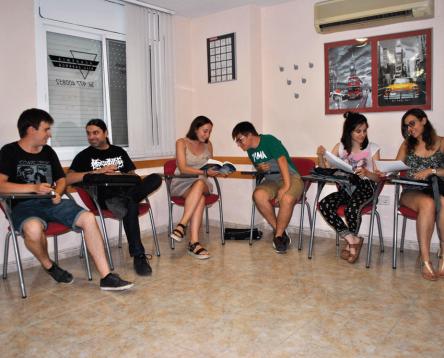 Imatge de la noticia Quinze joves de la Ribera milloren el seu anglès amb els cursos intensius organitzats pel Consell Comarcal