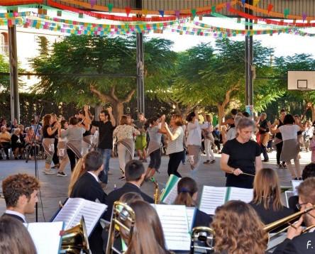 Imatge de la noticia El poble de Garcia s'omple de balladors en la 7a. la Festa de la Jota de la Ribera d'Ebre