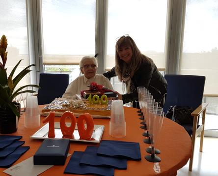 Imatge de la noticia El Consell Comarcal de la Ribera d'Ebre participa en l'aniversari d'una àvia centenària de la residència de Móra la Nova