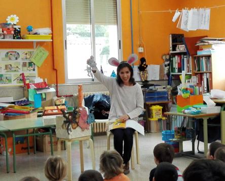 Imatge de la noticia Les alumnes del curs de contacontes fan pràctiques en centres educatius i biblioteques de la comarca