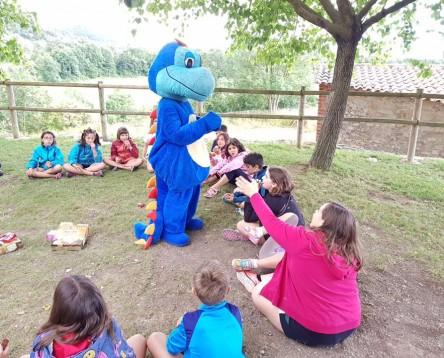 """Imatge de la noticia 26 nens i nenes de la Ribera d'Ebre """"viatgen en el temps"""" fins a l'Edat Mitjana durant les colònies d'estiu"""