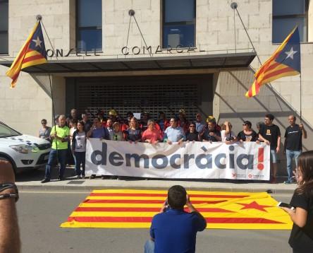 Imatge de la noticia Clam unitari de la Ribera d'Ebre a favor de la democràcia i en contra de la repressió policial de l'1-O