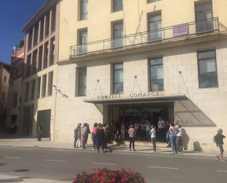 Imatge de la noticia Els treballadors del Consell Comarcal es manifesten per rebutjar la repressió policial