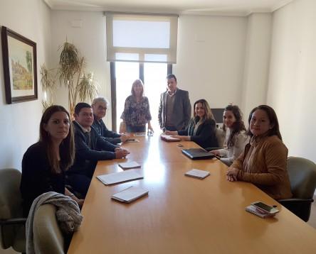 Imatge de la noticia Una delegació colombiana visita la Ribera per conèixer el model de internacionalització de la fruita dolça