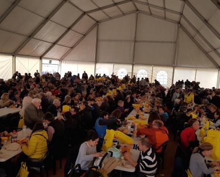 Imatge de la noticia 1.200 clotxes repartides a la Serra d'Almos on 'mai havíem vist tanta gent junta'. 'Visca la clotxa!'