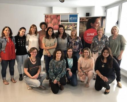 Imatge de la noticia Una quinzena de dones emprenedores de la Ribera participen en els tallers d'apoderament femení