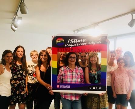 Imatge de la noticia El Consell Comarcal de la Ribera d'Ebre se suma a la celebració del Dia Internacional de l'Orgull LGBTI penjant la bandera multicolor i sumant-se al manifest català del 28J