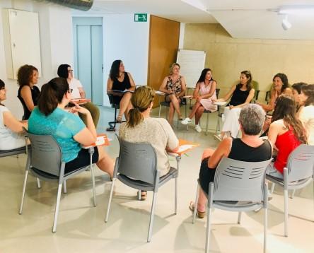 Imatge de la noticia 15 persones es formen aquest estiu per fer de monitors de menjador i transport escolar a la Ribera d'Ebre