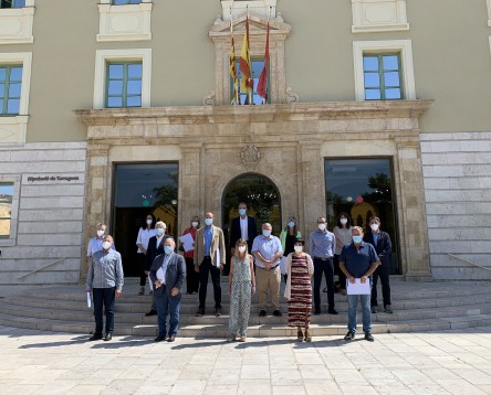 Imatge de la noticia La Diputació i els consells comarcals signen el conveni per a la prestació de serveis als municipis