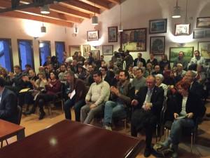 La sala de plens de l'Ajuntament de Flix es va quedar ahir petita per acollir els diputats, consellers, regidors, representants sindicals i veïns.