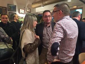 La presidenta comarcal i l'alcalde de Móra d'Ebre, ahir, amb l'alcalde de Flix.