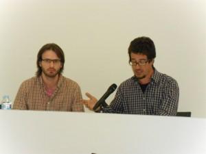 L'historiador, Josep Sancho, amb el director de l'Arxiu Comarcal, Gerard Mercader, en el transcurs d'una conferència sobre Marcel·lí Domingo al mateix arxiu.