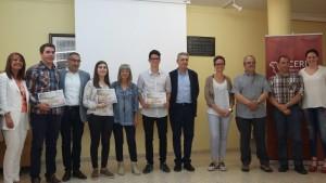 Els guanyadors del premi, amb la presidenta comarcal, membres del jurat
