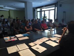 Comerciants i estudiants de PFI Auxiliar de Comerç han omplert la primera de les sessions del cicle Cafè del Comerç.