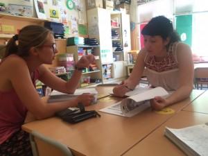La tècnica de Joventut, durant la inspecció realitzada aquesta setmana al casal de l'esplai Treu Banya, a l'escola Lluís Viñas de Móra d'Ebre.