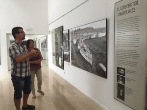 La consellera de Cultura de visita a l'exposició que s'inaugura demà a la tarda a l'arxiu comarcal.