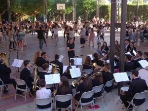 La Banda de Música de Benissanet va acompanyar els balladors riberencs.