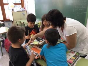 Els nens aprenen a valorar el paper del comerç de proximitat en pobles petits com el seu.