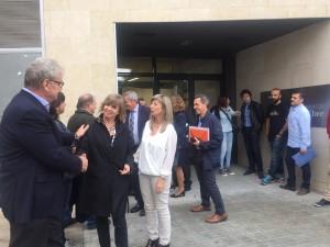 La consellera ha estat rebuda a la seu del Consell Comarcal per alcaldes i representants de tots els pobles de la Ribera.