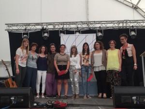 Els premiats del Llibresebrencs.org d'aquest any, amb la presidenta comarcal, la directora territorial de Joventut i la regidora de Móra d'Ebre.