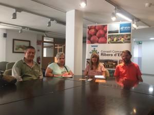 La Presidenta del Consell Comarcal s'ha reunit amb representants de l'associació Barreres Fora.