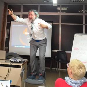 El consultor Lluís Serra, expert en eCommerce, durant el seminari impartit a la Ribera d'Ebre.