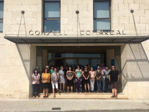 La presidenta del Consell, acompanyada de treballadors comarcals, han mostrat el seu rebuig als fets de Barcelona, Cambrils i Alcanar.