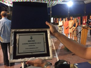 Detall de la placa d'homenatge de la Àvia Comarcal 2017.