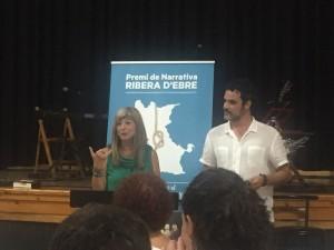 L'alcalde ssa de Vinebre i presidenta del Consell Comarcal de la Ribera, Gemma Carim, va felicitar Valer Gisbert.