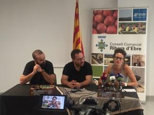 Conseller de Cultura, presidenta de Lo Fardell Patxetí i alcalde de la Torre, avui a la presentació de la 8a Festa de la Jota de la Ribera, al Consell Comarcal.